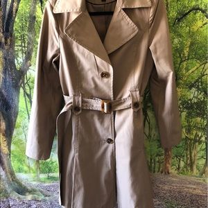 DKNY Jackets & Coats - DKNY trench in a size M. Khaki, brown bottoms.